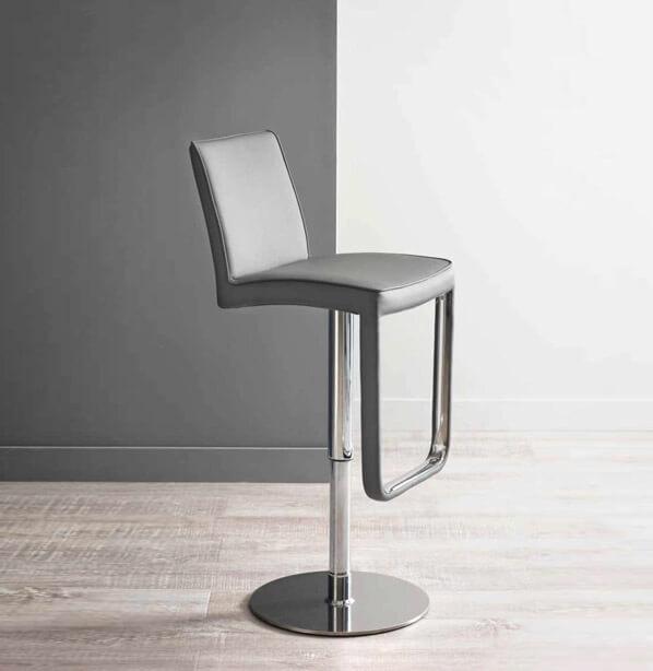 כסא בר גבוה